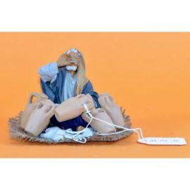Arabo seduto a terra con anfore