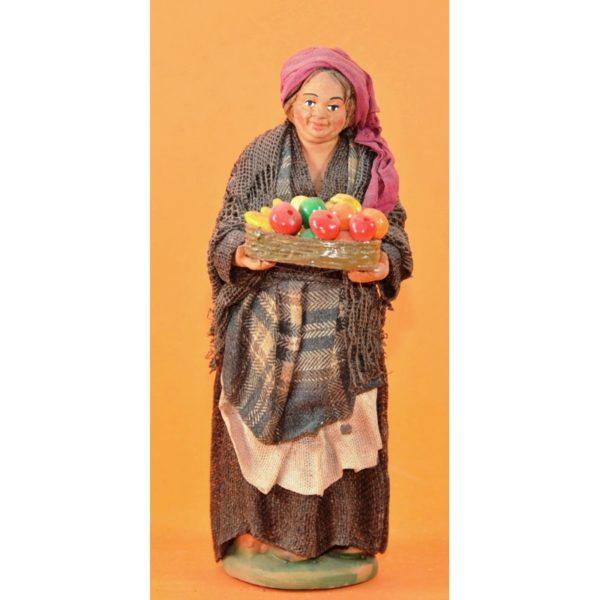 Donna cesto frutta in mano