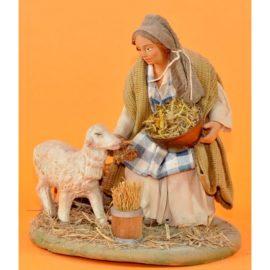 Donna che nutre pecora